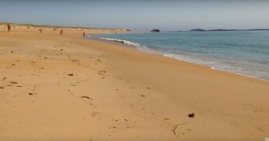 Erdeven: Kerminihy Naked Beach