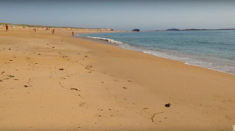 Erdeven: Naked Beach